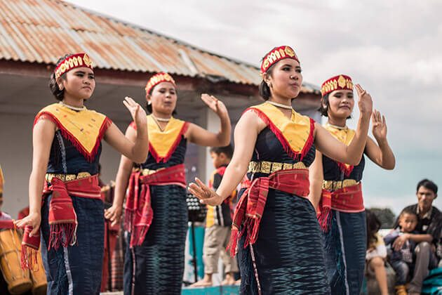 Batak dancing - highlight of sumatra tour package