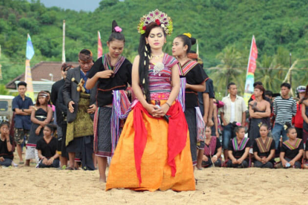 Bau Nyale Fishing Festival - colorful festival in Indonesia