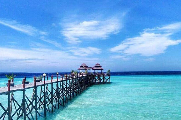 Derawan Beach is one of the best snorkeling and scuba diving spots in Indonesia