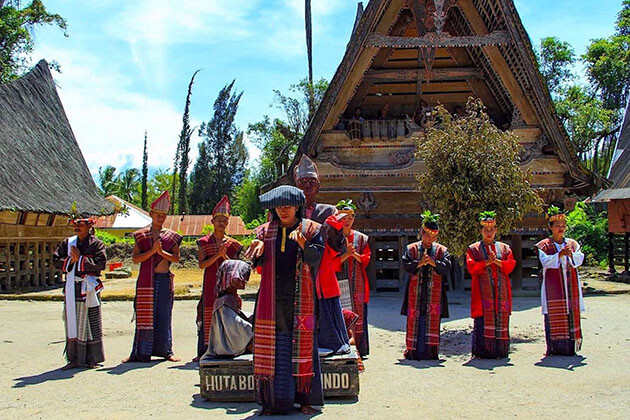 Discover traditional village - thing to do in Sumatra tours