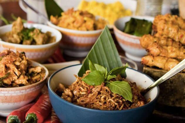 Enjoy Indonesia delicacies