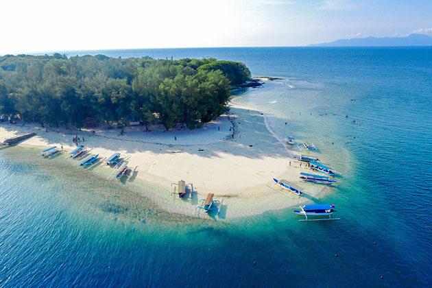 Gili Nanggu diving site in indonesia luxury tour