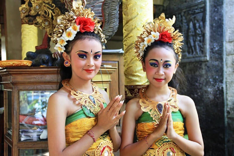 Indonesia greetings and etiquette