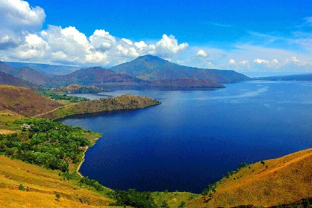 Lake Toba - beautiful natural tourist attraction in Indonesia
