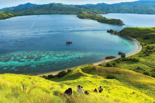 Nusa Tenggara travel - best time to visit indonesia