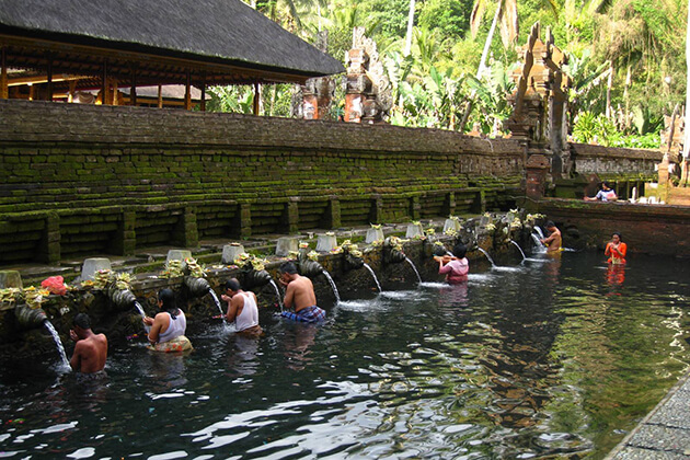 Pura Tirta Empul temple - good place to visit in indonesia adventure tour
