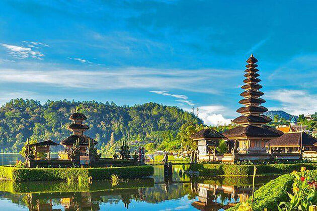 Pura Ulun Danu Bratan attraction for indonesia family tour