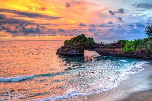 Tanah Lot Temple sunset - highlight of jakarta tour
