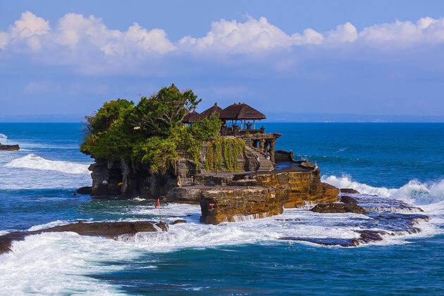 Tanah Lot sea temple - wonderful attraction for indonesia honeymoon tour