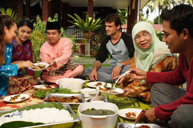 Tips for Indonesia Greetings and Etiquette