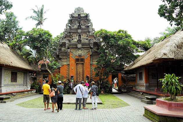 Ubud Palace - attraction for indonesia honeymoon