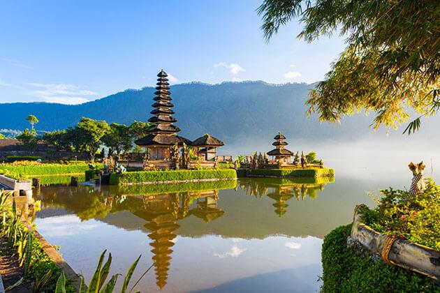Ulun Danu Temple - cool things to do in Indonesia