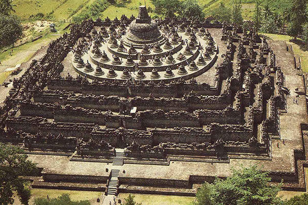amazing facts about indonesia - Borobudur Temple is the largest buddhist temple in the world