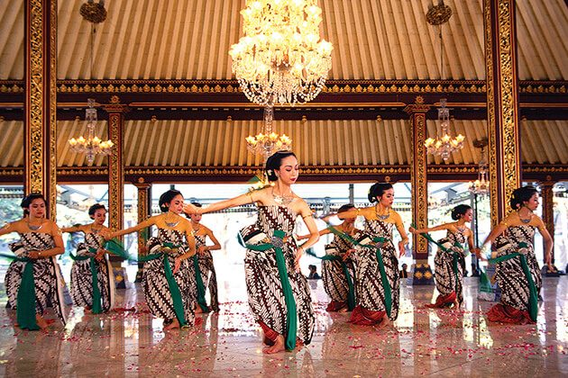 dance at Keraton Royal Center