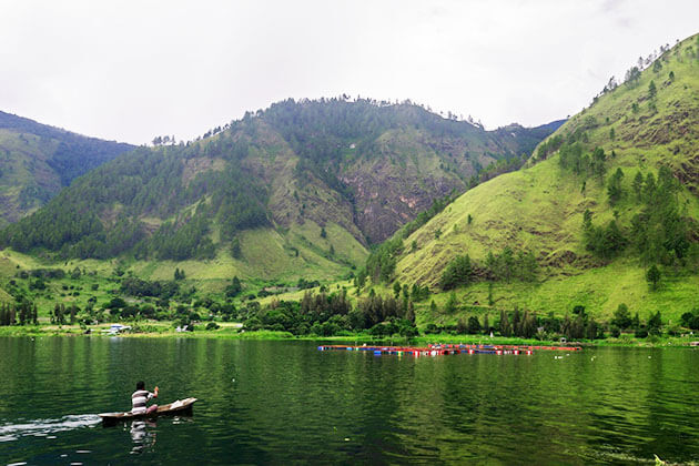 fact about indonesia - lake toba is the largest lake in the world