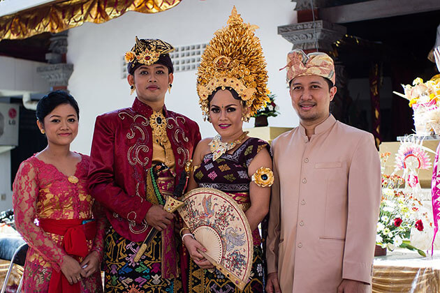 history Indonesia traditional dress