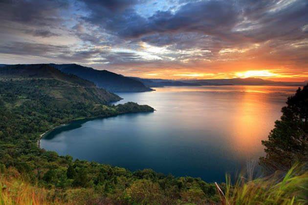 lake toba sunset - great thing to see in medan tour