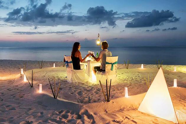 romantic dinner - indonesia honeymoon packages