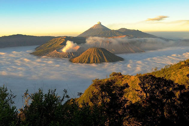 sunrise over Mt Bromo - best thing to see in indonesia