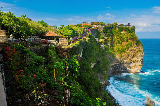 uluwatu temple - beautiful spot to visit in indonesia tour
