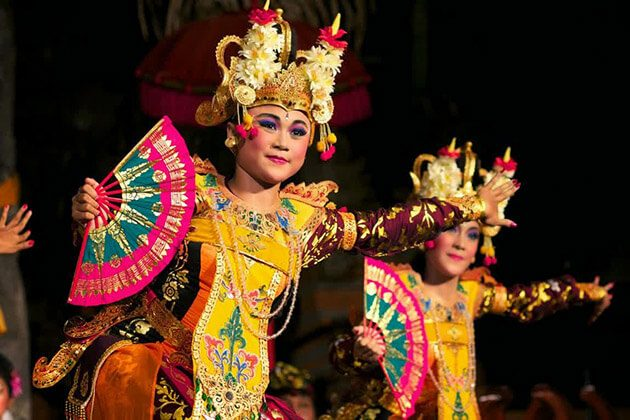 watch bali dance in indonesia family vacation