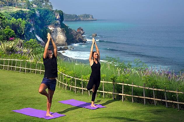 yoga class - indonesia honeymoon